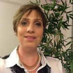 Dra. Evie Mandelbaum